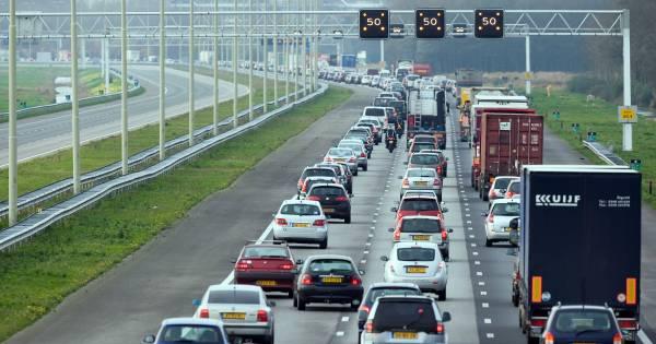 Vertraging van 40 minuten op A28 door ongeluk tussen t Harde en Ommen.