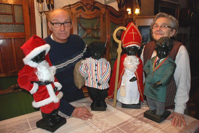 Jacques Stroobants met zijn vrouw Yvonne bij enkele kostuums.