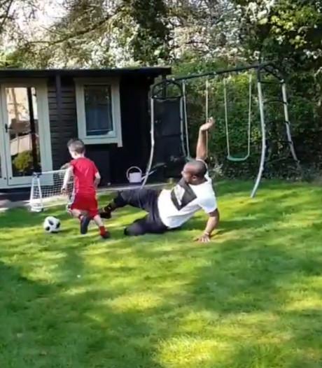 Christian Kabasele tacle son propre fils dans le jardin