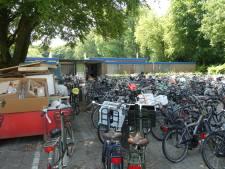 Massaal op de fiets naar verkoeling in zwembad Zegenwerp