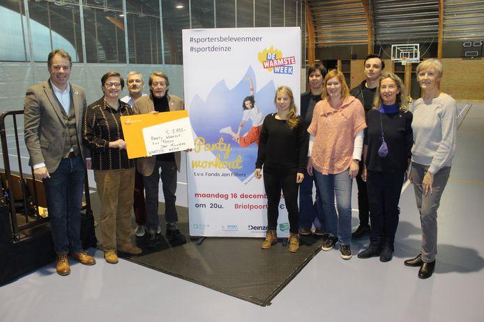 Het Fonds Jan Filliers krijgt ook uit eigen stad een duwtje, met een cheque van de dienst Sport en Recreatie.