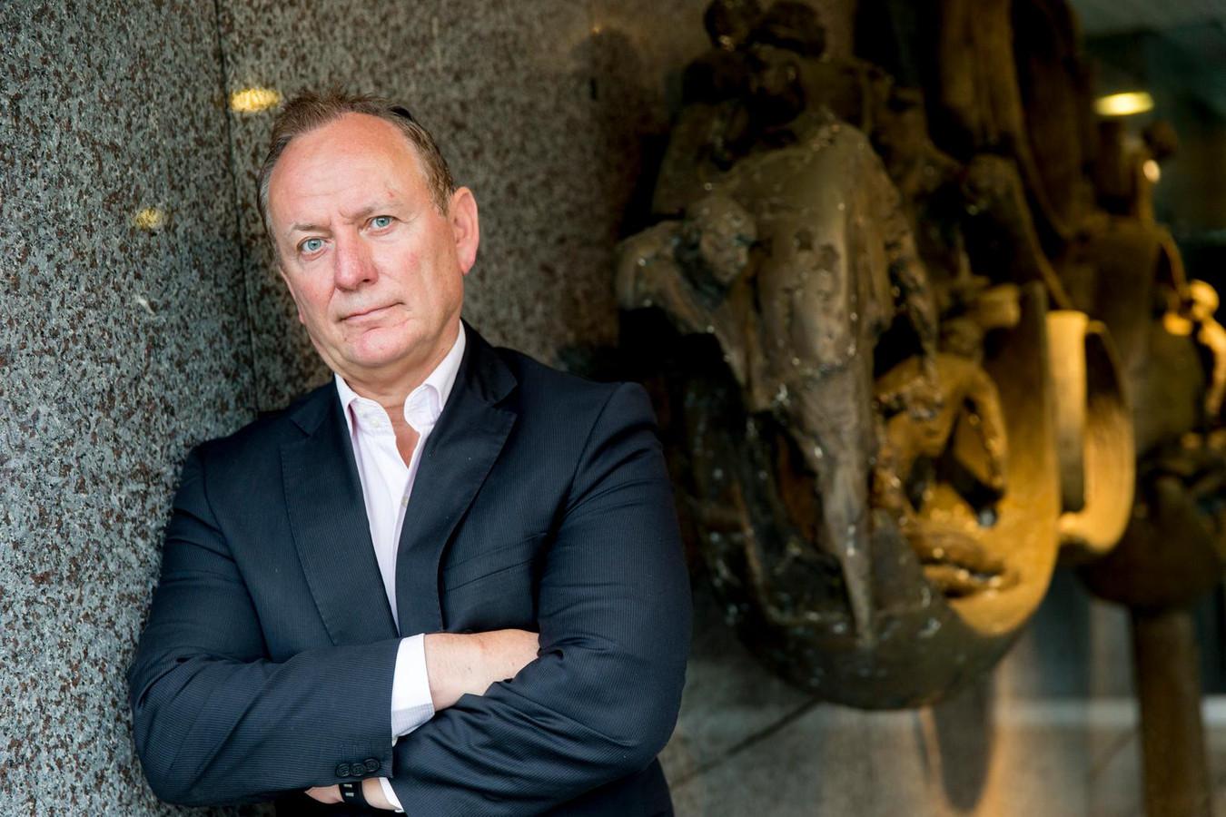 Jan Struijs, voorzitter van de Nederlandse Politiebond wil dat alle bewakingscamera's in een register komen.