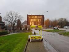 Bord langs Gorcumse Spijksesteeg waarschuwt tegen autokrakers