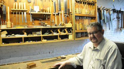 Ambachten: meubelmaker en houtbewerker Herman Van Looveren gaat net als zijn cursisten op zoek naar authenticiteit