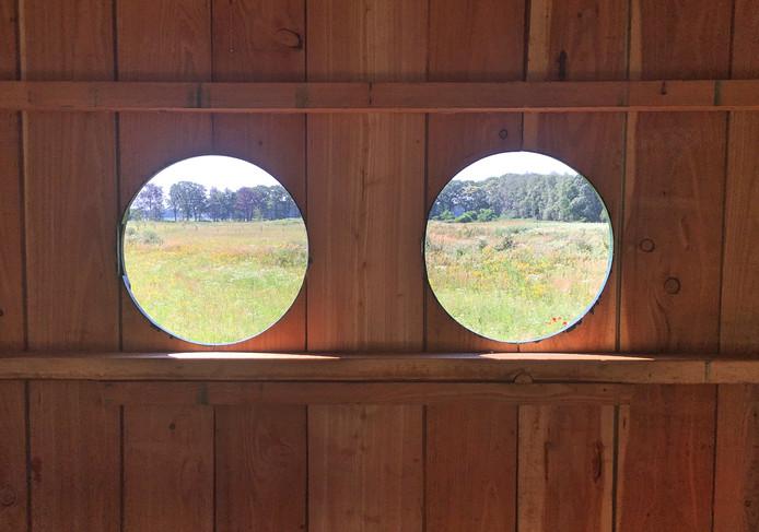 Het kunstwerk 'De Vogelkijkhut' biedt een weids uitzicht over de omliggende velden bij wijk Kloostervelden in Sterksel.