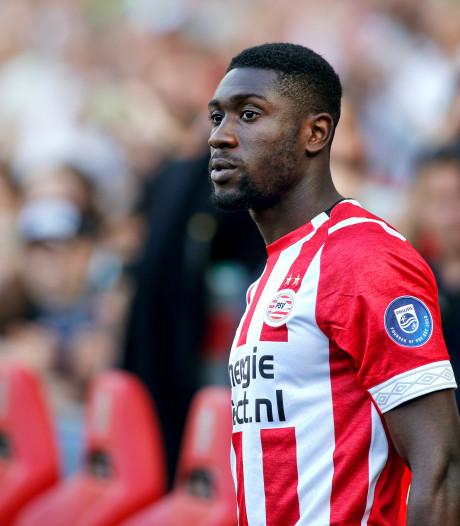 PSV-verdediger Luckassen in gesprek met  Hertha BSC