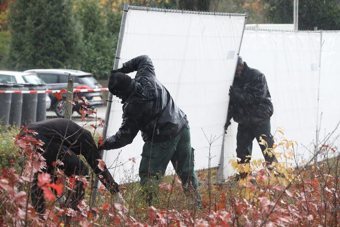 De politie is massaal uitgerukt naar het kamp
