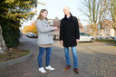 Astrid van Vrouwerf en Peter van Rooden doen onderzoek naar de tunnels in Leerdam. Loopt onder deze straat een verborgen gangenstelsel?