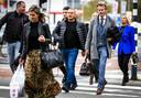 Klaas Otto, familie en advocaat Sanne Schuurman arriveren in 2018 bij de rechtbank in Breda. Daar kreeg Otto uiteindelijk 6 jaar cel na een eis van 10 jaar voor witwassen, afpersing, mishandeling en bedreiging.