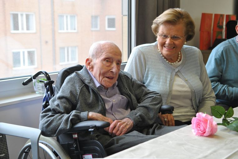 Emile 'Mielke' Desloovere in het gezelschap van de vrouw van neef Danny Vandenabeele.