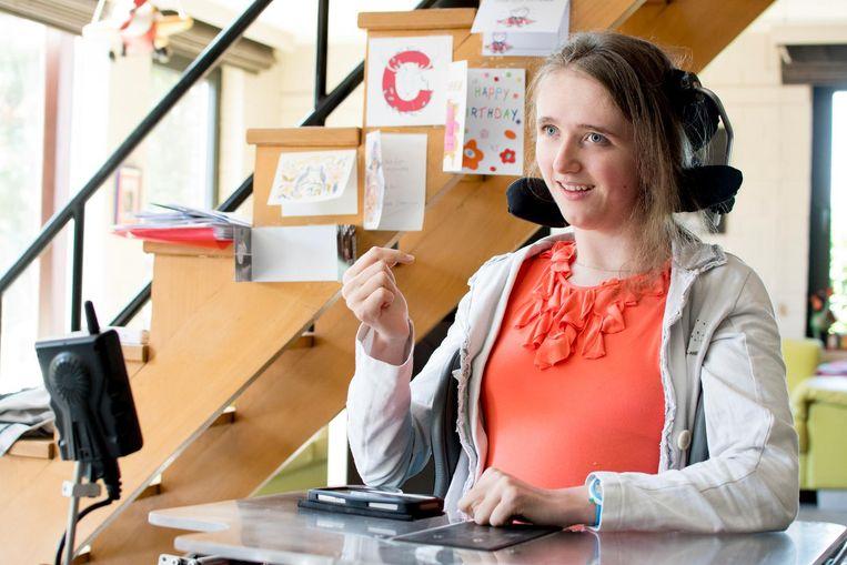 Julie Ziegler vertelt over haar fysieke beperking, waar ze een monoloog over schreef.