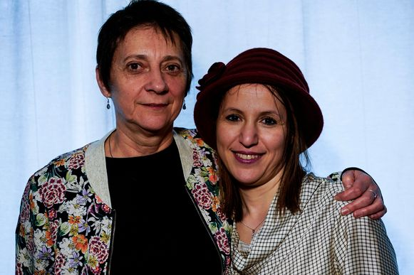 Sophie Pirson (links) en Fatima Ezzarhouni (rechts).