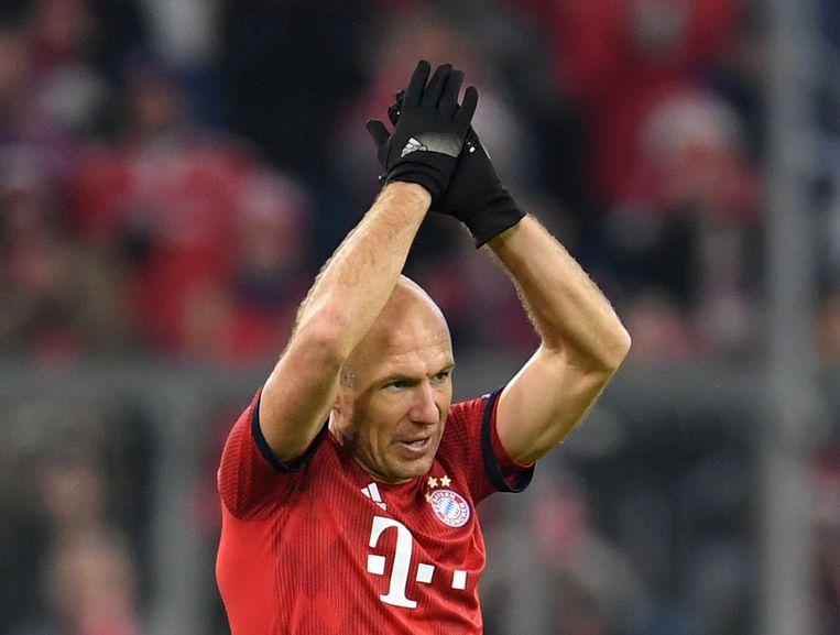 Arjen Robben verlaat het veld tijdens de wedstrijd Bayern München - Benfica op 27 november 2018.  Beeld REUTERS