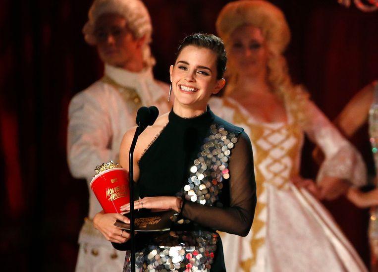 Emma Watson accepteert de award voor de beste acteur in een film voor