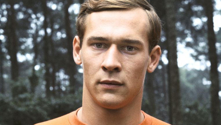 Portret uit 1976 van PSV-keeper Jan van Beveren, hier in Oranje-tenue. Beeld null