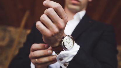 Een BMW, duur horloge, verre reis of designerkleren? Ze helpen je niet om vrienden te maken. Integendeel