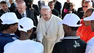 Vaticaan brengt postzegels uit om bootvluchtelingen financieel te ondersteunen