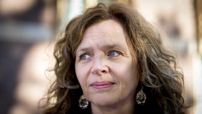 Minister van Volksgezondheid, Welzijn en Sport Edith Schippers reageert pas op de premiestijging van de zorg als alle verzekeraars hun prijzen bekend hebben gemaakt.