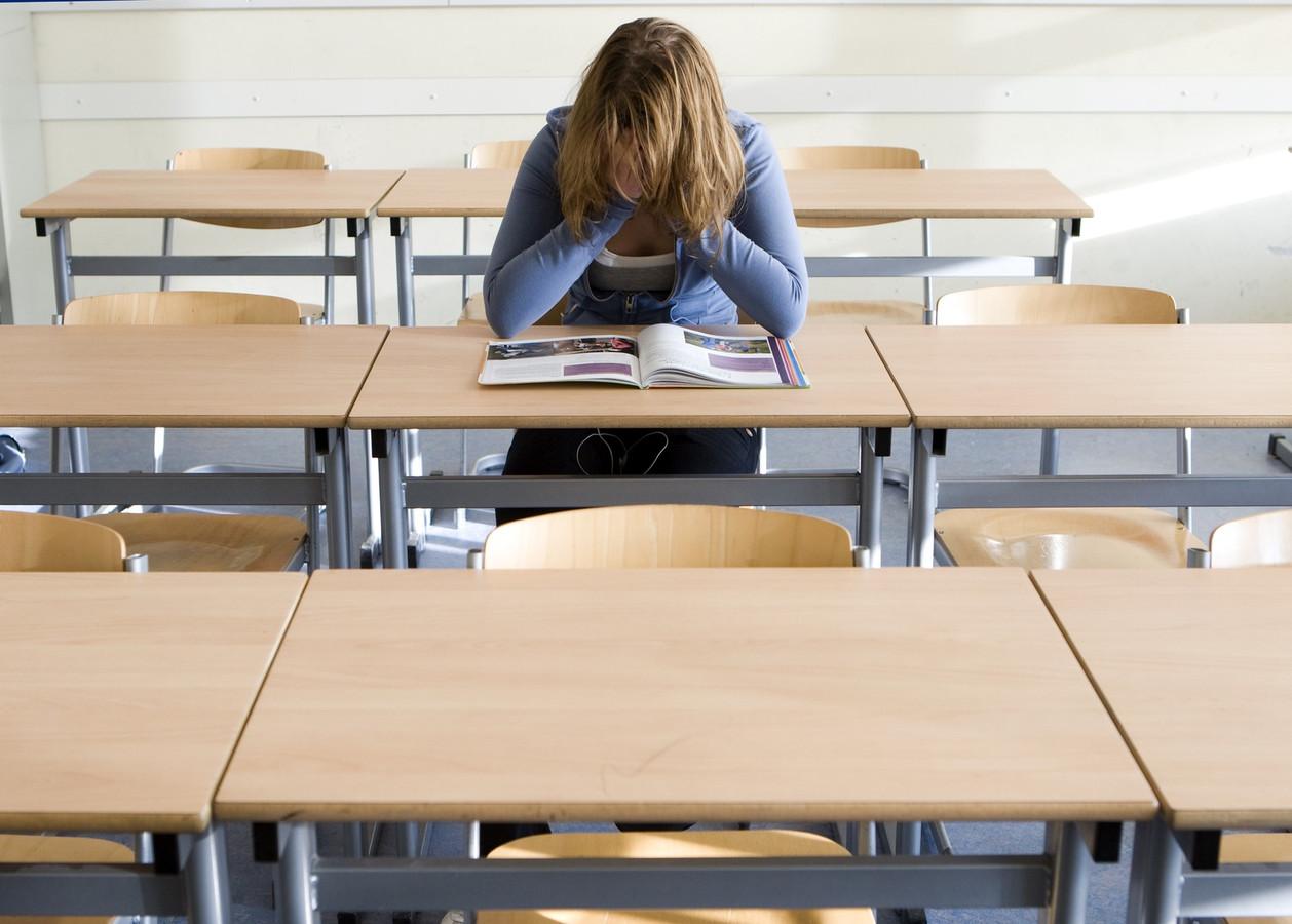 Wethouder Hugo de Jonge wil alle thuisleerlingen na de zomer weer op school krijgen.