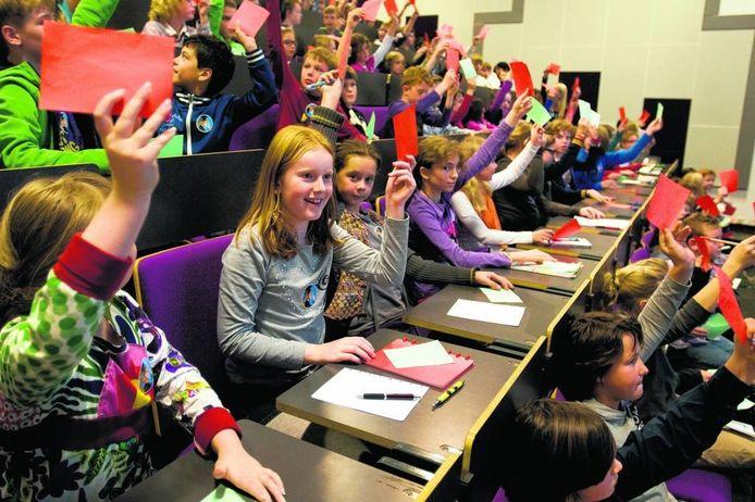 De Kinderuniversiteit in de UvT in Tilburg. (archieffoto)
