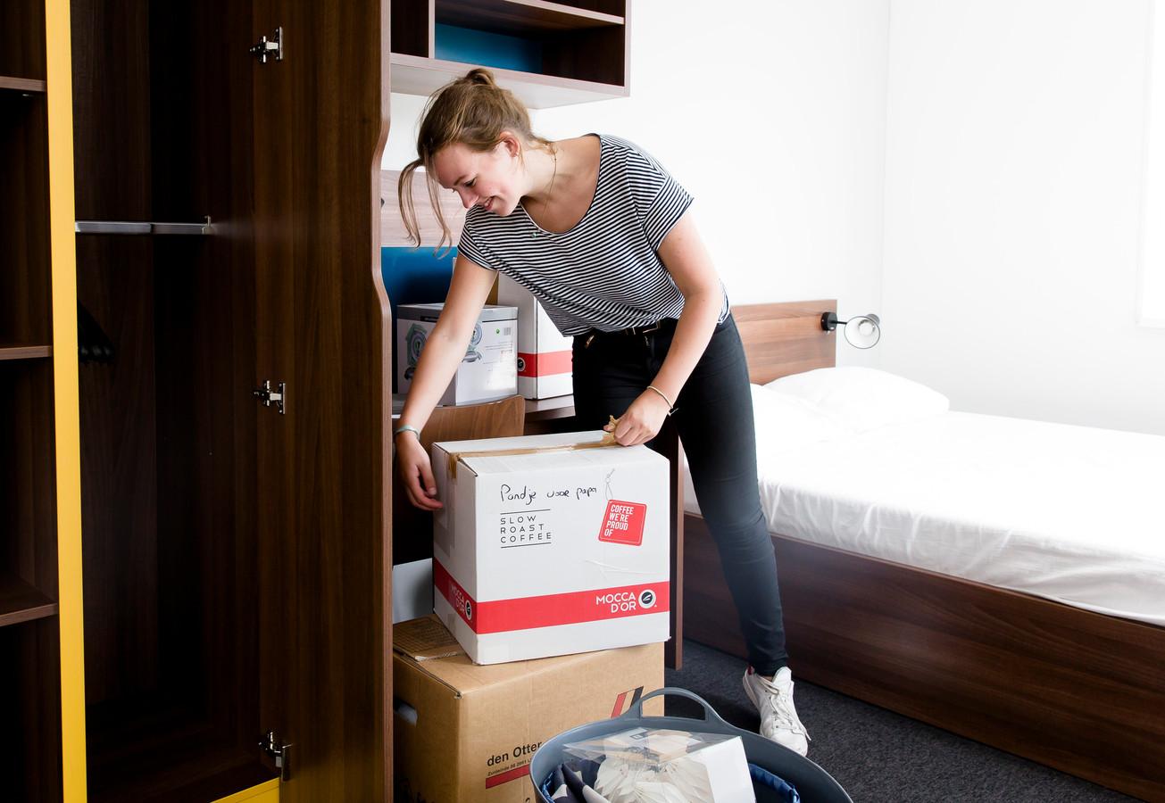 Vooral jongeren verhuizen minder vaak. Ze blijven langer bij hun ouders wonen, waarschijnlijk omdat de studiebeurs is afgeschaft.
