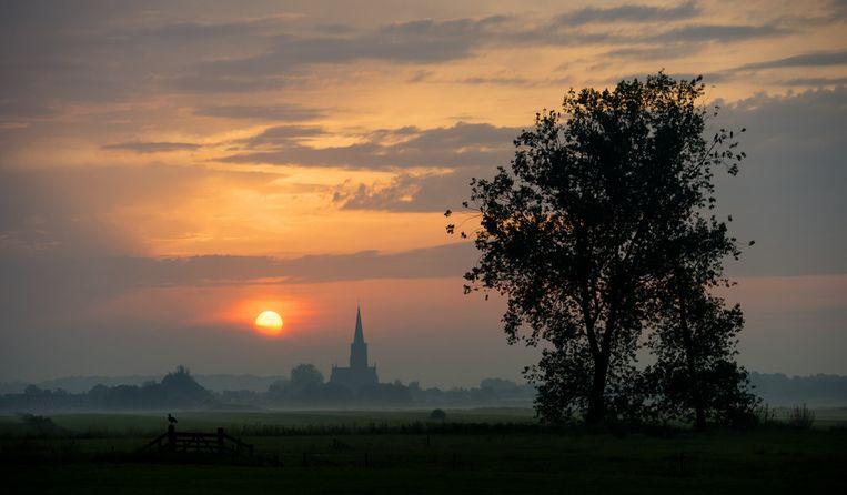 Zonsopkomst boven het Utrechtse dorpje Schalkwijk. Beeld anp