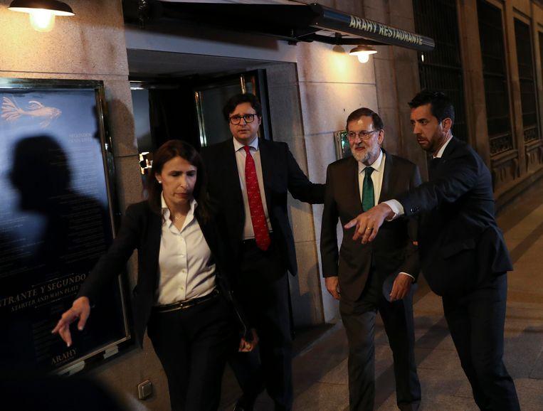 Rajoy werd gisteren na acht uur op restaurant gezeten naar buiten begeleid.