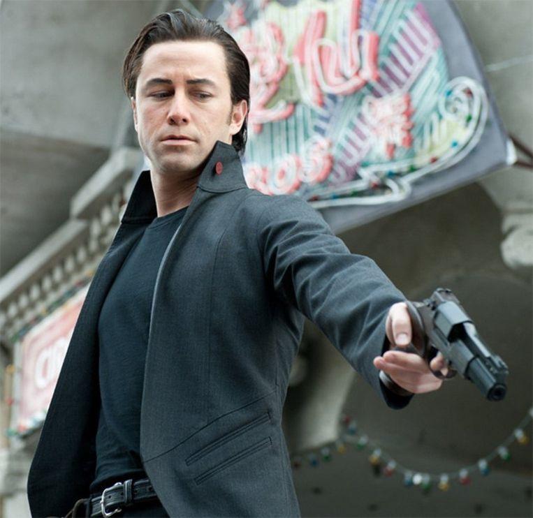 Joseph Gordon Levitt heeft in 'Looper' veel weg van zijn tegenspeler, Bruce Willis.
