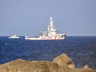 Reddingsschip van Open Arms verlaat quarantaine in Italië