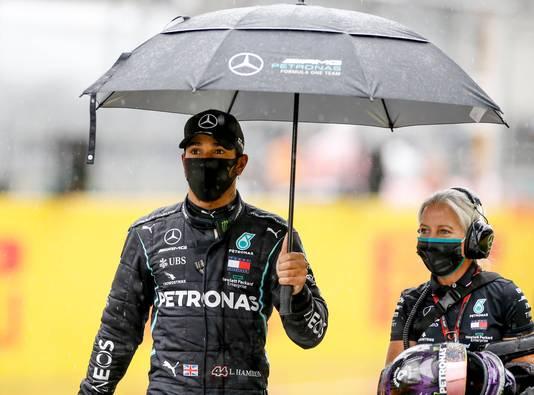 Lewis Hamilton liet zien een klasse apart te zijn in de regen.