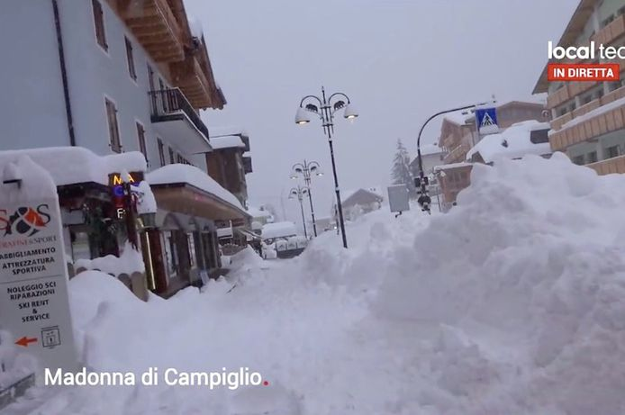 Een dik pak wit poeder in Madonna Di Campiglio, Italië.