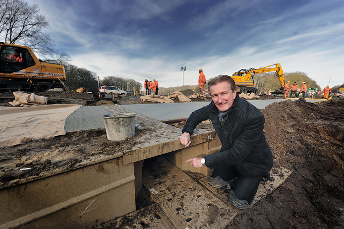 """Wethouder Hans de Waal waarschuwt dat de gemeente Woensdrecht grote financiële schade op zou kunnen lopen als de huidige stikstofcrisis allerhande bouwprojecten lam blijft leggen. ,,Zonder oplossing kost het In het ergste geval dit jaar al 6,5 ton en in 2020 nog veel meer."""""""
