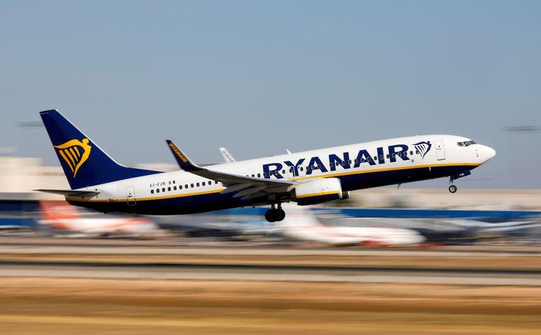 Het luidruchtige gezelschap zette vorige woensdag ruim drie uur lang het Ryanair-toestel op stelten.