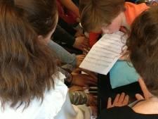 Recordpoging in Houten: 21 pianisten tegelijk op één piano