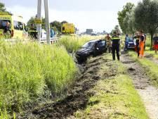 Jonge bestuurder valt in slaap en vliegt over vangrail langs A28 bij Wezep