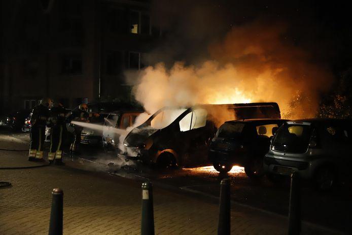 Een van de autobranden waarvoor de brandweer van Grave de afgelopen jaren moest uitrukken.