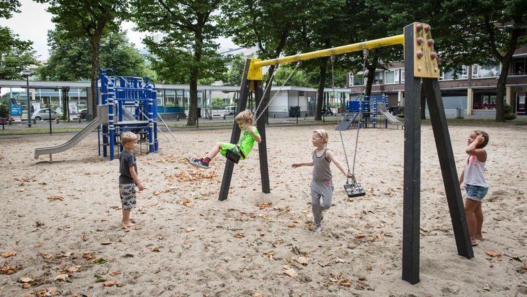 Kinderen spelen op het Staalmanplein in Nieuw-West Beeld Dingena Mol