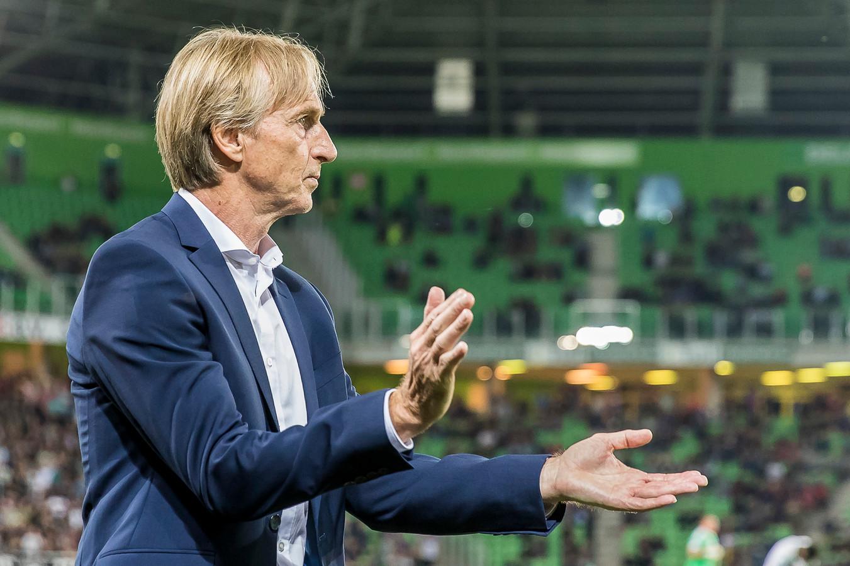 Adrie Koster gaat zich niet aanpassen. De uitwedstrijd tegen PSV zal een duidelijk beeld geven van hoe zijn selectie ervoor staat.