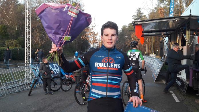 De tweede plaats in Huijbergen achter Jens Dekker was voor Kelvin Bakx ruim voldoende voor de eindwinst in de nationale topcompetitie veldrijden.