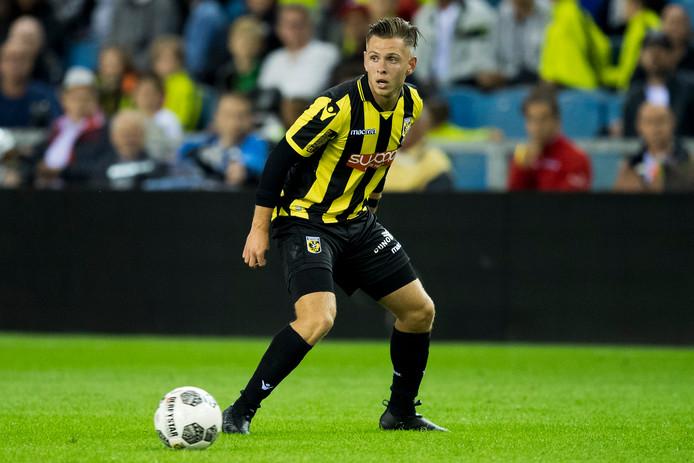 Charlie Colkett, hier tegen NAC met de hoofdmacht,  speelde zondag met Jong Vitesse in het met 7-1 gewonnen duel tegen Quick Den Haag.