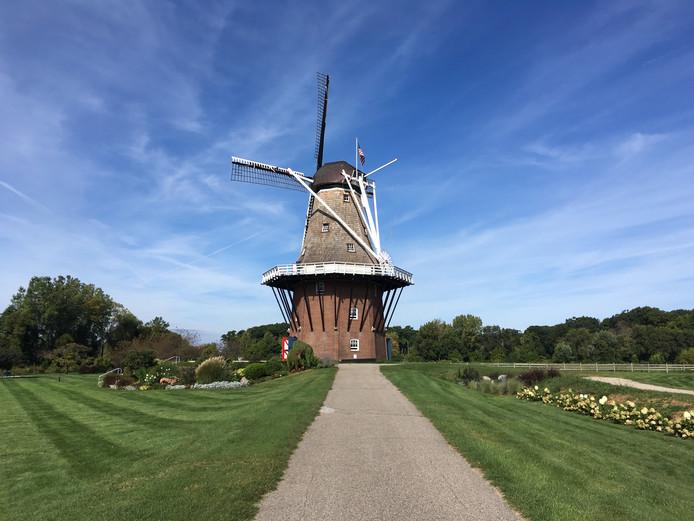 De Zwaan staat sinds de jaren zestig in Windmill Island Gardens.