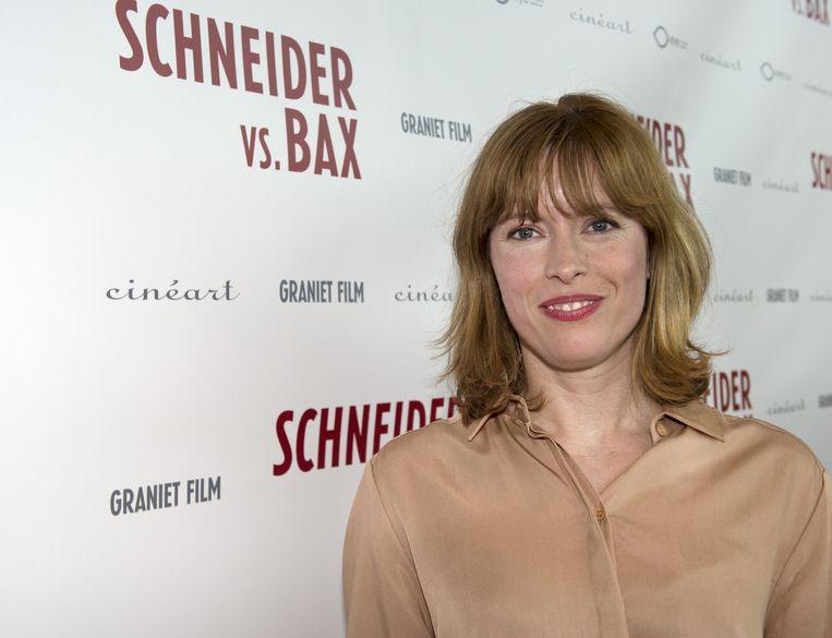 Maria Kraakman op de rode loper voorafgaand aan de premiere van de speelfilm Van Schneider vs. Bax in EYE. Beeld null