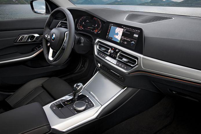 Het interieur van de nieuwe BMW 3 Serie. TomTom zal voortaan de navigatiekaarten en verkeersinformatie aan BMW leveren