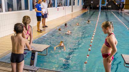 Gemeente geeft poolparty in zwembad
