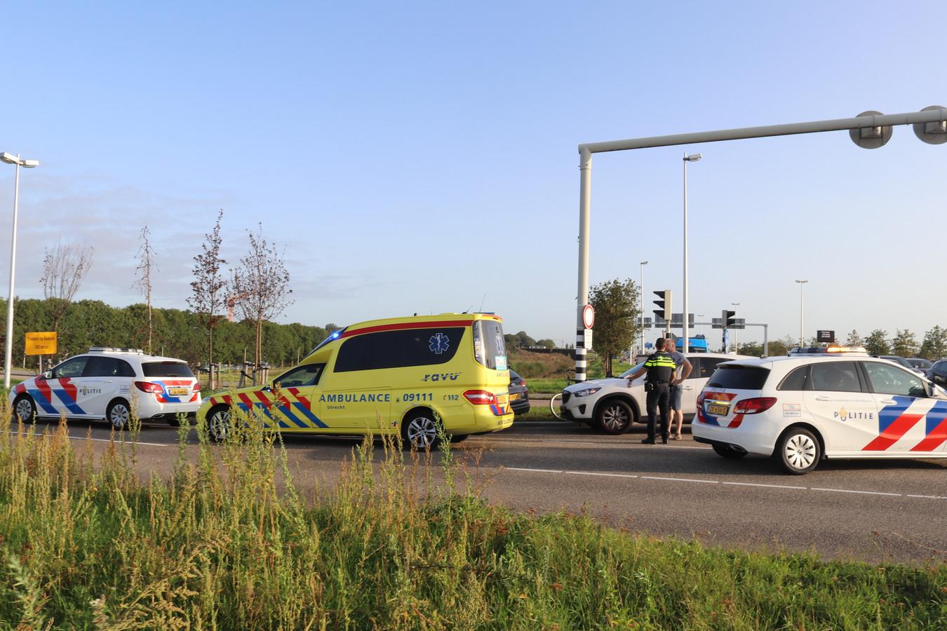 Een fietser raakte gewond bij een aanrijding met een auto op de Stadsbaan Leidsche Rijn in Utrecht.