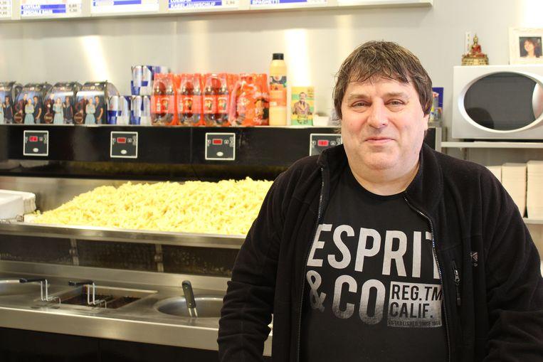 Patrick Meuleman, voormalig uitbater van Café Buffalo, is nog steeds friturist in de buurt van het oude stadion.