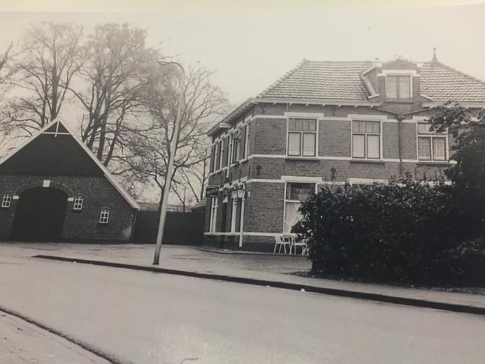 Café Nijhof in Deurningen, begin jaren 80 vorige eeuw. Voor de serie Toen & Nu.