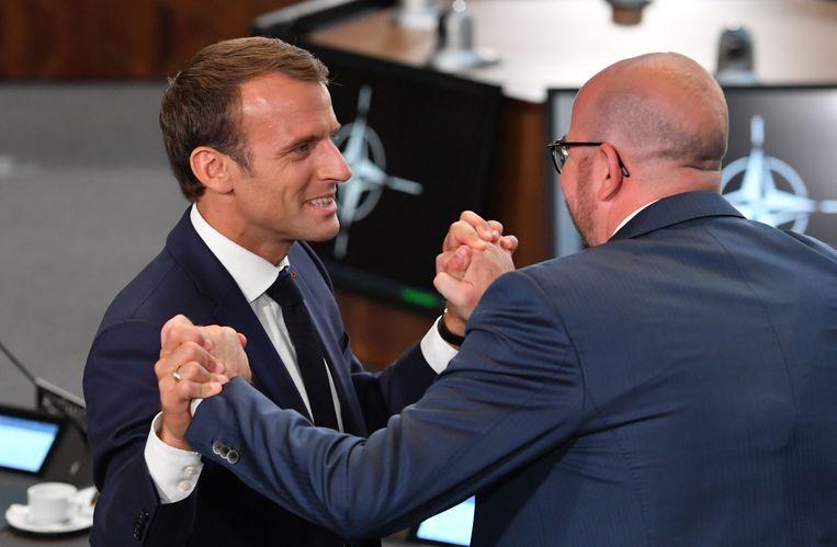 Een warme ontmoeting met de Franse president EMMANUEL MACRON op de NAVO-top in juli 2018.
