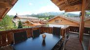 """WOONVIDEO. Tirol is niet alleen een skioord, deze familie brengt ook hun zomer door in luxe-appartement: """"Dit was liefde op het eerste gezicht"""""""