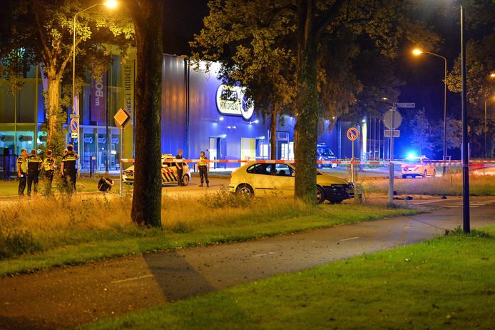 De politie doet onderzoek op de kruising Kayersdijk / Haringvliet, enkele uren na de aanrijding.